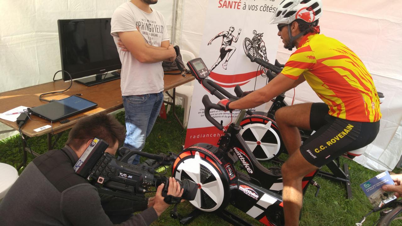 Lyon Free Bike Christophe en plein test d'effort filmé par la télévison